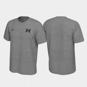 Men Left Chest Logo University of Michigan T-Shirt Heathered Gray Legend